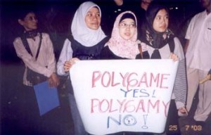 islam melarang poligami guebukanmonyet!sejak ratusan hingga ribuan tahun yang lalu praktek poligami sudah menjadi bagian dari kebudayaan umat manusia di dunia